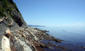Дикий пляж в Ольгинке - Левая сторона бухты