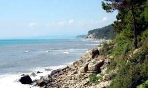 Дикий пляж в Агрии