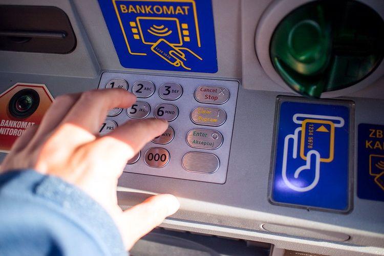 Банкомат возле остановки «Лагуна» в Ольгинке